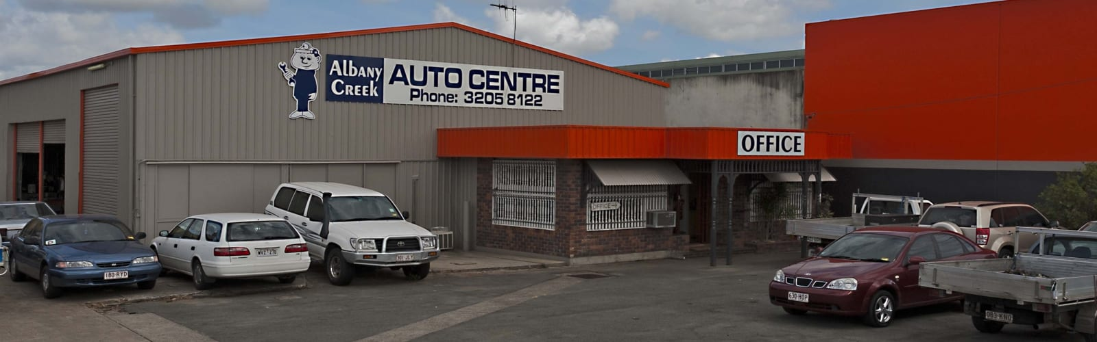Very high resolution slider image showing Albany Creek Auto Centre's garage in Brendale, Queensland
