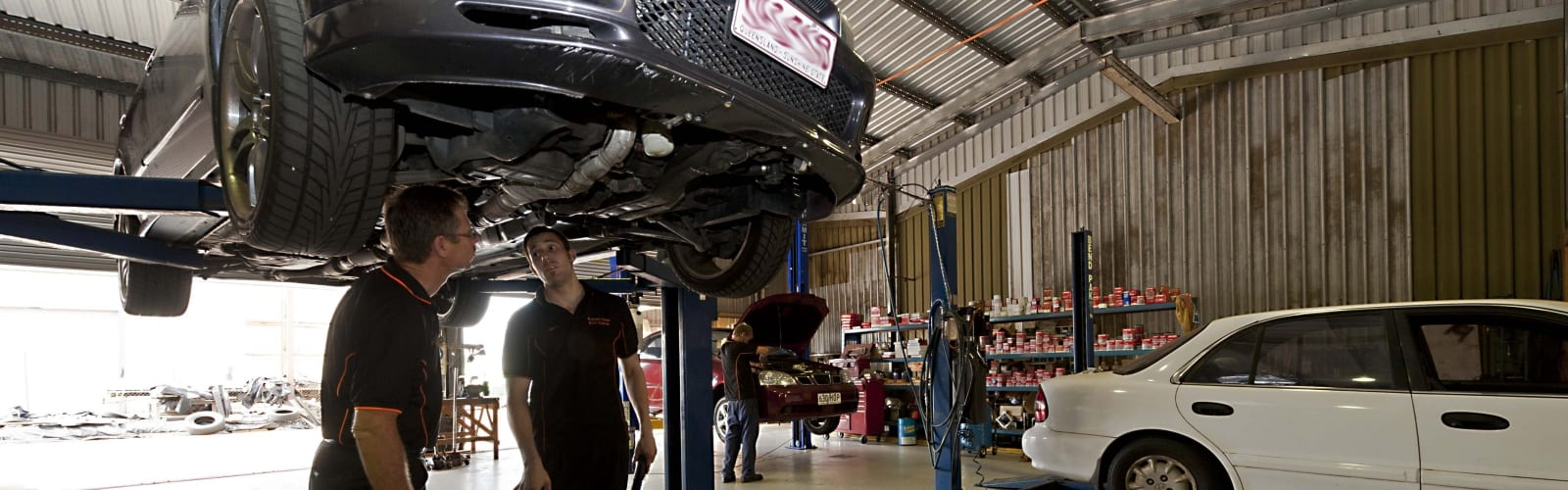 Very high resolution slider image showing Albany Creek Auto Centre's employees diagnosing and fixing a car